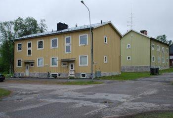 Gula lägenhetsbyggnader